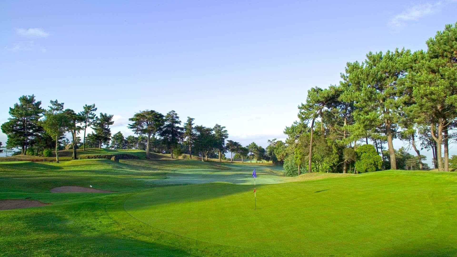 Climat tempéré toute l'année, l'archipel de Madère est un endroit d'exception et l'une des destinations au monde les plus appréciées pour la pratique du golf
