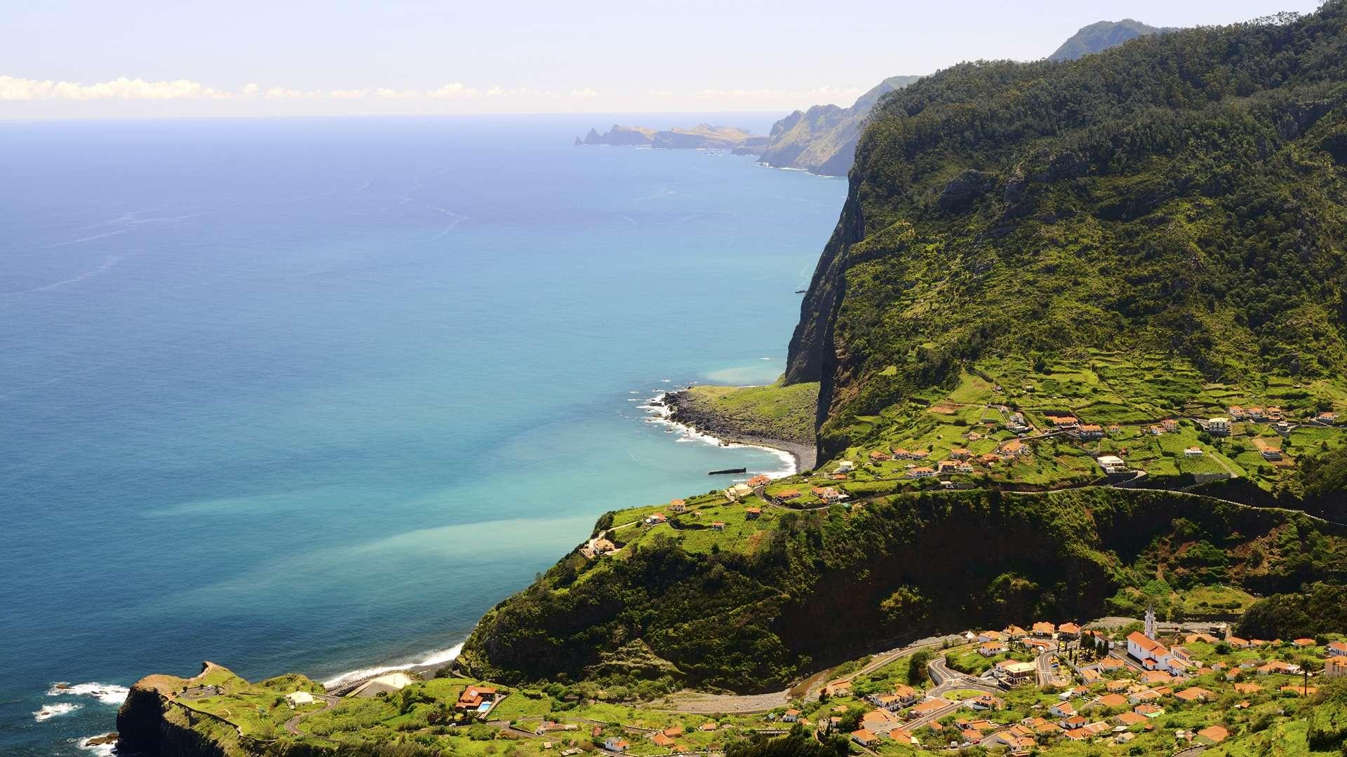 Madère, falaise de Ribeira Brava