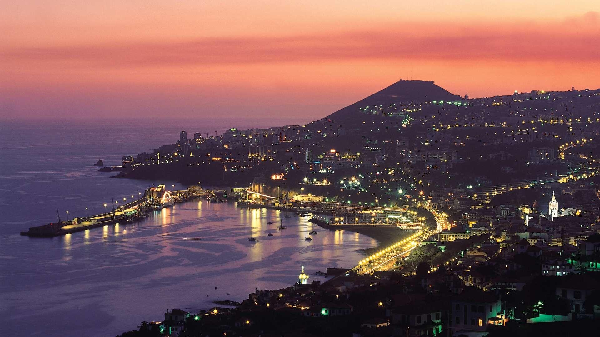 Funchal, ville cosmopolite, colorée et animée à l'atmosphère relaxante